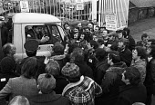 Steel strike 1980 Ravenscraig steelworks, Motherwell, Scotland, ISTC trying to stop a lorry driver crossing the picket line - NLA - 14-02-1980