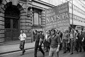 Docks Crisis 1972. Fleet Street print workers walk out in support of the demand to free the jailed Pentonville 5 dockers, and make their way to Pentonville jail. The national papers do not appear. In... - Peter Arkell - 1970s,1972,anti union law,anti union laws,anti union legislation,banner banners,Court,Crisis,DISPUTE,disputes,DOCK,Docks,Docks Labour Scheme,down,Fleet,Fleet Street,harbor,harbors,HARBOUR,harbours,IND