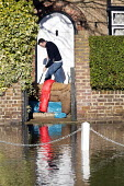 Residents return to their flooded homes in Datchet , Berkshire which has been flooded after the Thames burst its banks. - Paul Box - 13-02-2014