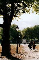 Bristol Landmark. Queens scquare. Business men walk to office - Paul Box - 28-11-2003