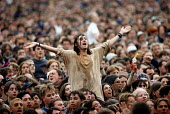 Audience enjoying the music, Glastonbury Festival. - Paul Box - 2000s,2001,ACE culture & entertainment,Audience,AUDIENCES,enjoying,ENJOYMENT,FEMALE,festival,FESTIVALS,goer,hippies,hippy,male,man,melody,music,MUSICAL,PEOPLE,person,persons,pop,student,STUDENTS,woman