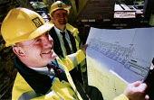 Architect and manager looking at plans. Restoration of Whatley Manor, Malmesbury. Midas construction site. - Paul Box - 14-10-2002