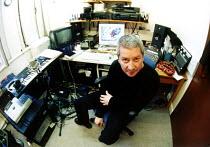 Andy Sheppard, jazz musician, tenor and alto saxophonist at Christchurch studios Bristol. - Paul Box - 14-01-2002