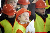School pupils visiting Charlton Hayes, a new housing development by David Wilson and Barratt Homes, Bristol - Paul Box - 2010s,2013,boy,boys,child,CHILDHOOD,children,cities,city,Construction Industry,development,edu,educate,educating,education,educational,hard hat,hard hats,high,high visibility,highly,Homes,housing,jack