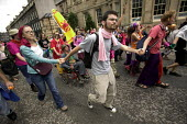 G8 protesters dance in the streets at demonstrations in Edinburgh on Monday 4th of July. - Paul Box - 04-07-2005
