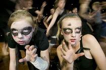 Drama class performance at Clevedon Community School. - Paul Box - 08-07-2006