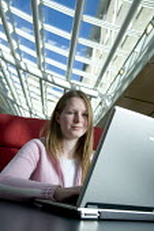 A student, working at a computer, at Bristol University. - Paul Box - 03-04-2007