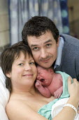 New parents with their newborn in a postnatal ward. At South Warwickshire General Hospital. - Paul Box - 20-02-2008