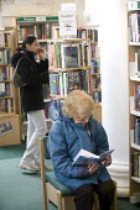 Women reading at Preston Library. - Paul Box - 25-06-2005