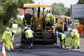 Resurfacing a road in Evesham, Worcestershire - Paul Box - 29-08-2014