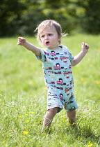 A toddler enjoying the hot weather near Bath. - Paul Box - 21-05-2014