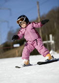 A young girl learning to ski, Austria. - Paul Box - 31-12-2006