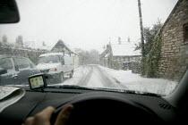 Driving in the snow, Bristol. - Paul Box - 2000s,2007,AUTO,AUTOMOBILE,AUTOMOBILES,AUTOMOTIVE,car,cars,cities,city,CLIMATE,conditions,driver,drivers,driving,freezing,frozen,hazard,hazardous,HAZARDS,precipitation,risk,risks,Severe Weather,snow,u