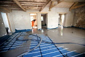 Floor screeders install underfloor heating at a barn conversion. - Paul Box - 17-06-2010