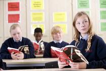 Pupils reading Macbeth, Bristol City Academy. - Paul Box - 2010,2010s,adolescence,adolescent,adolescents,BAME,BAMEs,black,BME,bmes,book,books,boy,boys,child,CHILDHOOD,children,cities,city,class,classroom,CLASSROOMS,communicating,communication,cultural,diversi