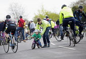 Cycle Sunday, roads on Clifton Downs are closed to help children learn to ride a bicycle, Bristol. Car free cycling as the roads are closed to traffic so children can cycle in safety - Paul Box - 19-04-2015