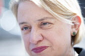 Natalie bennett the leader of The Green Party, talks to doctors outside The Bristol Royal Infirmary, Emergency department, main entrance, Bristol. - Paul Box - 20-04-2015