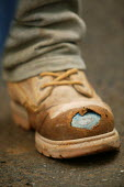 Construction workers. Steel toe cap boots. - Paul Box - 28-04-2004