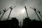 Construction of the new Wembley Stadium, London. Cranes and reinforced concrete structures. - Paul Box - 28-04-2004
