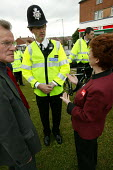Hazel Blears MP Minister of State at the Home Office visits Lockleaze talking to local police and residents in Bristol ASBO 's anti social behaviour orders have been issued in the area. - Paul Box - 2000s,2004,anti social behavior,anti social behaviour,anti socialanti social behavior,antisocial,antisocial behaviour order,ASBO,asbos,behavior,behaviour,cities,city,CLJ crime,communicating,communicat