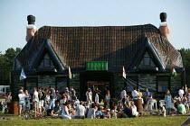 International kite festival, Bristol . The worlds only infatable pub. - Paul Box - 05-09-2004