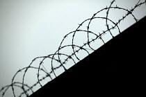 Razor wire to prevent burglary. - Paul Box - 20-03-2005