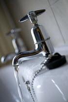 Bathroom sink. Taps. - Paul Box - 01-04-2005