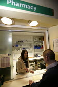 Bath Hospital , The pharmacy. A patient receives his medication. - Paul Box - 20-01-2005