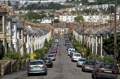 Bristol. Victorian houses and street. Row of terraced houses south Bristol. - Paul Box - 20-06-2005