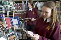 Hanham high school. Pupils reading in the library. - Paul Box - 2000s,2005,adolescence,adolescent,adolescents,book,books,bookshelf,bookshelves,child,CHILDHOOD,children,childrens,comprehensive,COMPREHENSIVES,EDU Education,enjoy,enjoying,ENJOYMENT,female,females,gir