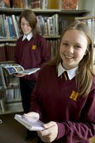 Hanham high school. Pupils reading in the library. - Paul Box - 2000s,2005,adolescence,adolescent,adolescents,book,books,bookshelf,bookshelves,child,CHILDHOOD,children,childrens,comprehensive,COMPREHENSIVES,EDU Education,EMOTION,EMOTIONAL,EMOTIONS,enjoy,enjoying,E
