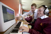 Hanham high school, Bristol. Students using computers in a modern music class. - Paul Box - 06-12-2005