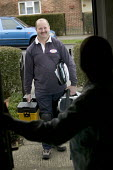 A Corgi registered gas fitter arrives to service a Baxi gas boiler and fire in a tenants home. West Wiltshire housing association - Paul Box - 10-06-2006