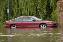 Flooded streets in Shipston On Stour, Warwickshire. - Paul Box - 2000s,2007,AUTO,AUTOMOBILE,AUTOMOBILES,AUTOMOTIVE,BAD,bike,bikes,car,cars,damaged,dia disaster,eni environmental issues,EXTREME,flood,Flooded,flooding,floods,level,levels,mountain,MOUNTAINS,precipitat