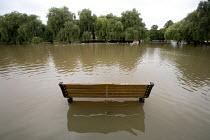 The river Avon burst its banks, Stratford upon avon, Warwickshire. - Paul Box - 21-07-2007