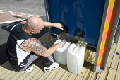 Gloucester, a man fills his water containers from a water bowser. - Paul Box - 29-07-2007