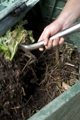 Recycling biodegradable material into compost, for the garden. - Paul Box - 30-08-2005