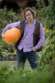 Hugh Fearnley-Whittingstall of River Cottage HQ, Dorset. - Paul Box - ,2000s,2005,ace culture entertainment,AGRICULTURAL,agriculture,back-to-nature,BROADCAST,broadcasting,Celebrities,celebrity,chef,chefs,communicating,communication,cook,cooks,Cottage,COTTAGES,country,co