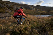 Mountain biking in Arkle, Cape Wrath, Scotland. - Paul Box - 2000s,2005,backpack,backpacks,bag,bags,bicycle,bicycles,BICYCLING,Bicyclist,Bicyclists,bike,bikes,biking,Biking Trail,Calluna,cape,country,countryside,cycle,cycles,cycling,cyclist,cyclists,Heath,heath