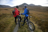 Mountain biking in Arkle, Cape Wrath, Scotland. - Paul Box - 2000s,2005,backpack,backpacks,bag,bags,bicycle,bicycles,BICYCLING,Bicyclist,Bicyclists,bike,bikes,biking,Biking Trail,cape,communicating,communication,conversation,conversations,country,countryside,cy
