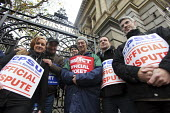 Public Sector workers picket National Museum of Ireland as part of National Public Sector strike, in protest of government plans for more cuts to public sector pay. 24th November 2009. IMPACT and CPSU... - Paula Geraghty - 24-11-2009