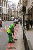 Street sweeper in Bishopsgate, in the City of London - Philip Wolmuth - 24-02-2003