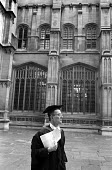 An Oxford don outside the Bodleian Library - Philip Wolmuth - 14-10-1989