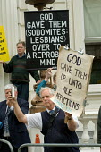 Anti-gay Christians protest on the route of the London Gay Pride march 2005. - Philip Wolmuth - 02-07-2005