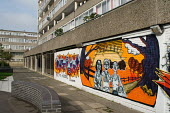 2700 homes on the Aylesbury Estate, in South London, are scheduled for demolition. Southwark Council plans to redevelop the 28.5 hectare site, one of Europes largest public housing estates, with a mix... - Philip Wolmuth - 17-10-2005