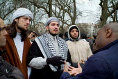 Christian converts to Islam argue with two Christians at Speakers' Corner in Hyde Park, London. - Philip Wolmuth - 26-02-2006