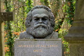 The tomb of Karl Marx in Highgate Cemetery, London. - Philip Wolmuth - 23-01-2007
