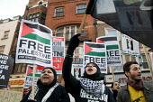 Demonstration outside the Israeli Embassy in South Kensington, London, called by the Palestine Solidarity Campaign, Stop the War Coalition, British Muslim Initiative and other organisations, to protes... - Philip Wolmuth - 30-12-2008