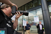 NUJ protest outside the offices of Guardian News & Media against the company's plans to stop paying freelance photographers for re-use of their pictures. - Philip Wolmuth - 01-09-2009