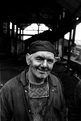One of the last miners to go down Deep Navigation colliery in Treharris, South Wales, on the day it closed - Philip Wolmuth - 23-02-1991